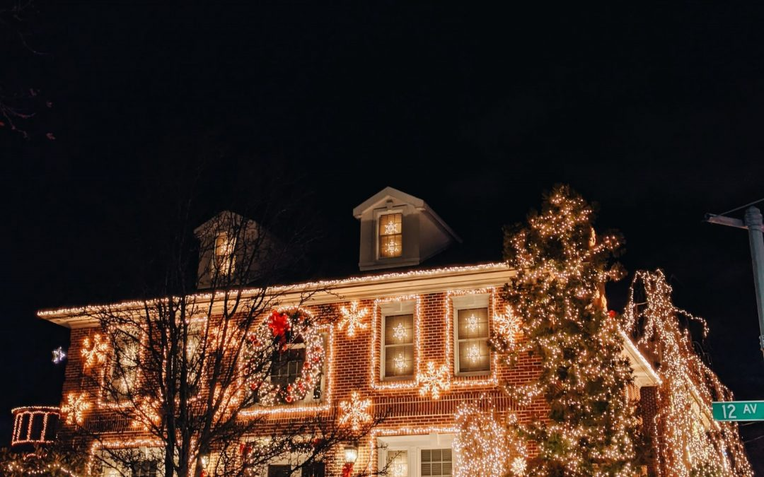 5 Tips For Hanging Christmas Lights